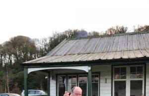 De eerste zalm van het jaar, 6,3 pond zwaar, van Careysville; gevangen door Ronan O'Connor.