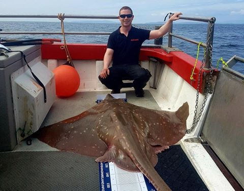 De grootste specimen vangst was voor Mike Sherwood met een vleet met een gewicht van 180 pond. De supervis levert Mike de Vangst van de Week op.