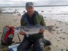Glen met zijn zeebaars van 87 cm, de Vangst van de Week.