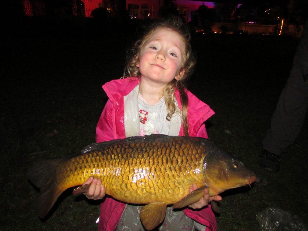 Amy met onze eerste Lough-specimen van 2018, de vis woog 12,43 pond. Goed gedaan.