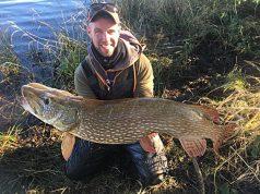 Ronan Murray met zijn bijna dertig pond zware snoek. #CPRsavesfish