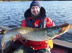 Chris Barry, Meath, met zijn vis van 113 cm, de Vangst van de Week.