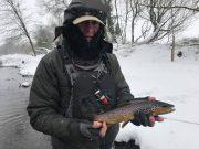 Nicky Moore met een forel op de openingsdag van het seizoen die hem de Vangst van de Week oplevert. #CPRsavesfish