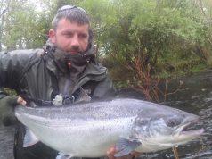 Julian Ciconte zet zijn ruim zestien pond zware zalm terug. Julian wint de Vangst van de Week met deze supervis. #CPRsavesfish