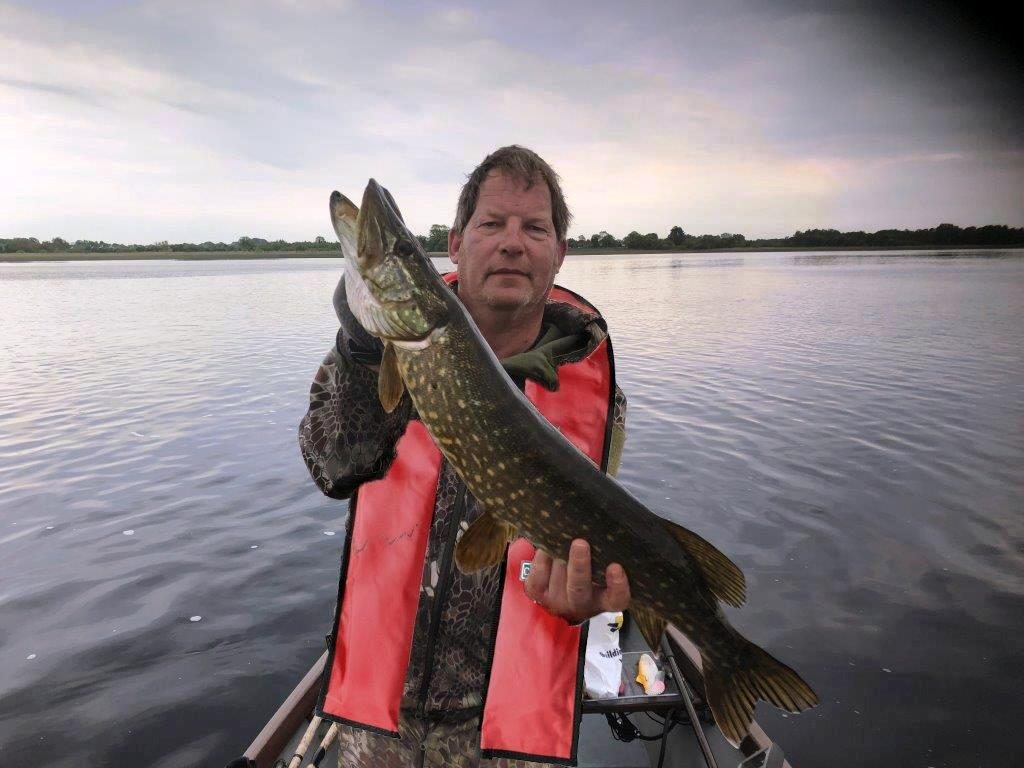 Stephan Woldhuis met zijn tweede vis van de dag.