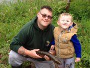 Jason & Mervyn met Jason's winnende drie pond zware vis.
