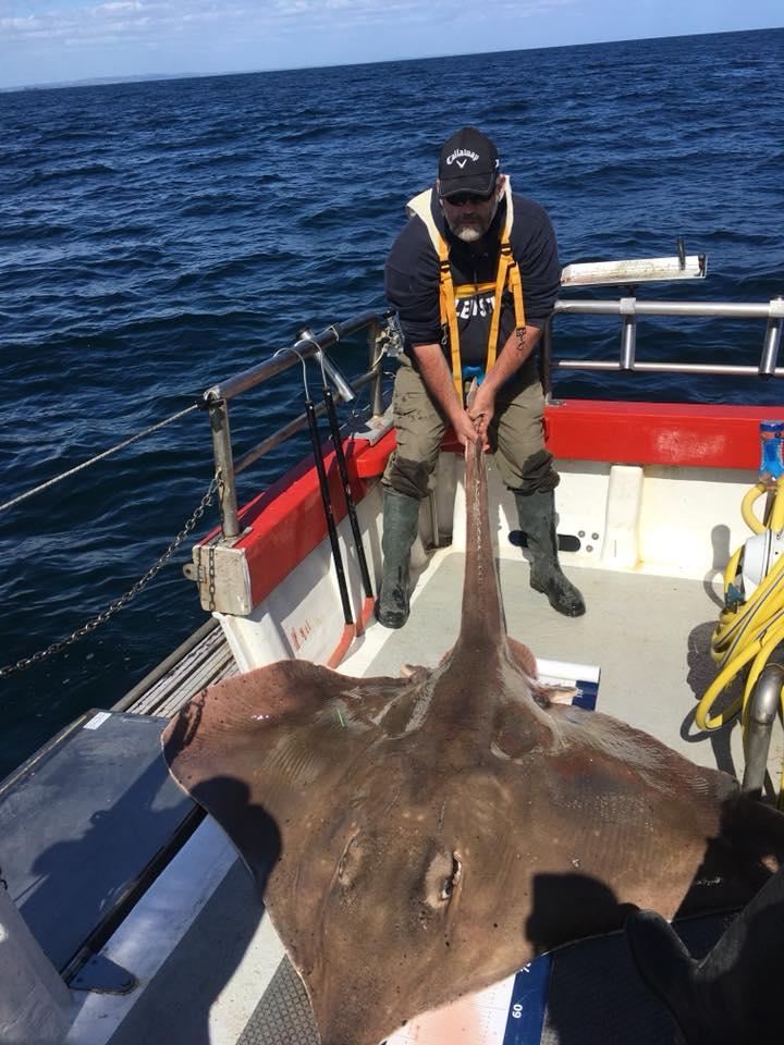 Enorm, monsterlijk grote vleet – 197 pond. Deze supervis levert de Loch an Iasc de Vangst van de Week op.