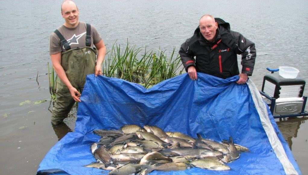 12 september 2018   door myleskelly Kevin Lyons van de Melview Lodge in Longford bericht over het vissen op witvis in het gebied rond Longford… Bert en Ronald met hun vangst van 228 pond aan brasem.