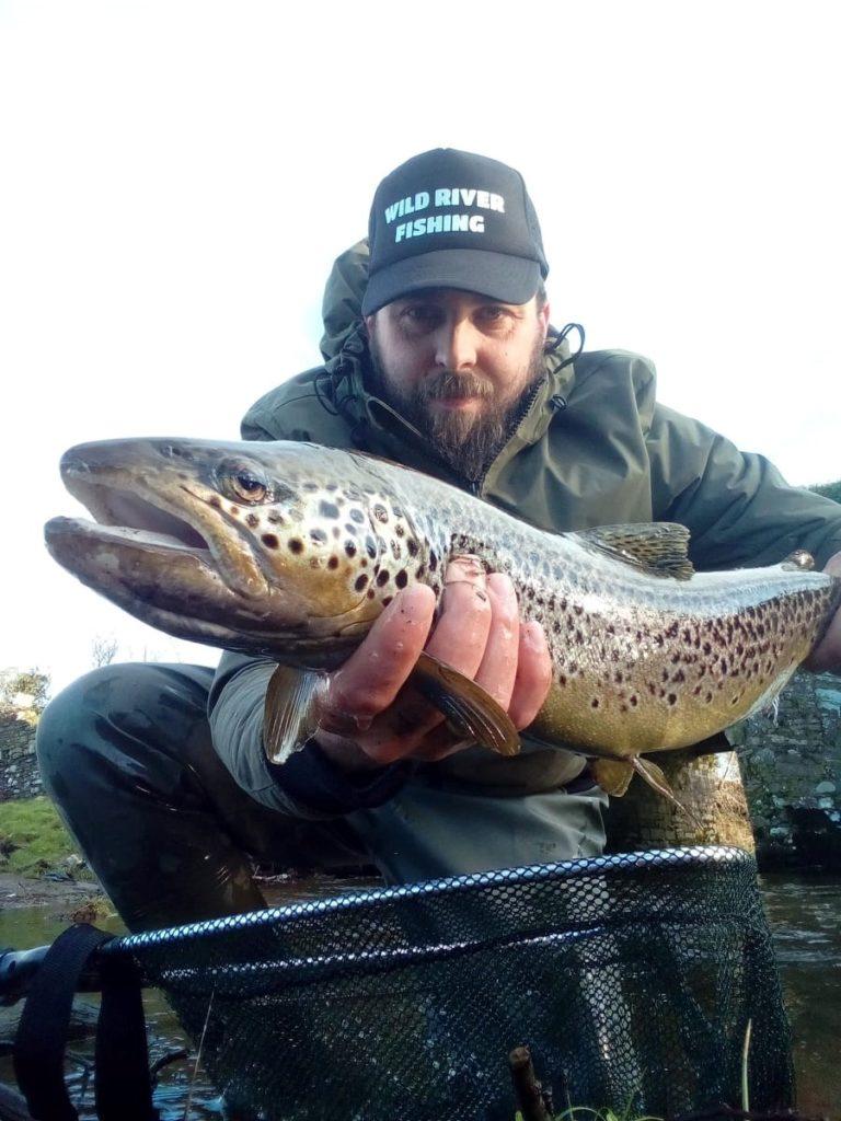 Dariusz Kaminski met zijn 67 cm lange forel – CPRsavesfish – Vangst van de Week.